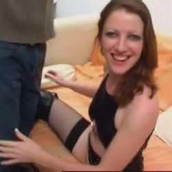 El casting casero de Emy termina en una leccion de sodomia y voyerismo